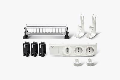 UF00M2 Multimedia-Ausbaupaket mit Steckdose 3-fach, Gerätehalter, Leitungskammer, Patch-Panel 12-fach, leer und Patch-Panel Halter