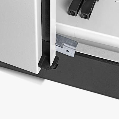 Neu in jedem neuen Hager Verteilerschrank : zusätzlicher Schließhaken für die linke Tür