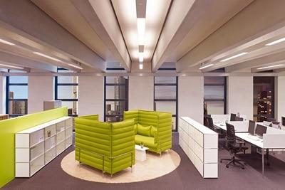 Beispiel LED-Tageslichtsimulation Büroraum am Abend