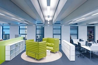Beispiel LED-Tageslichtsimulation Büroraum am Mittag