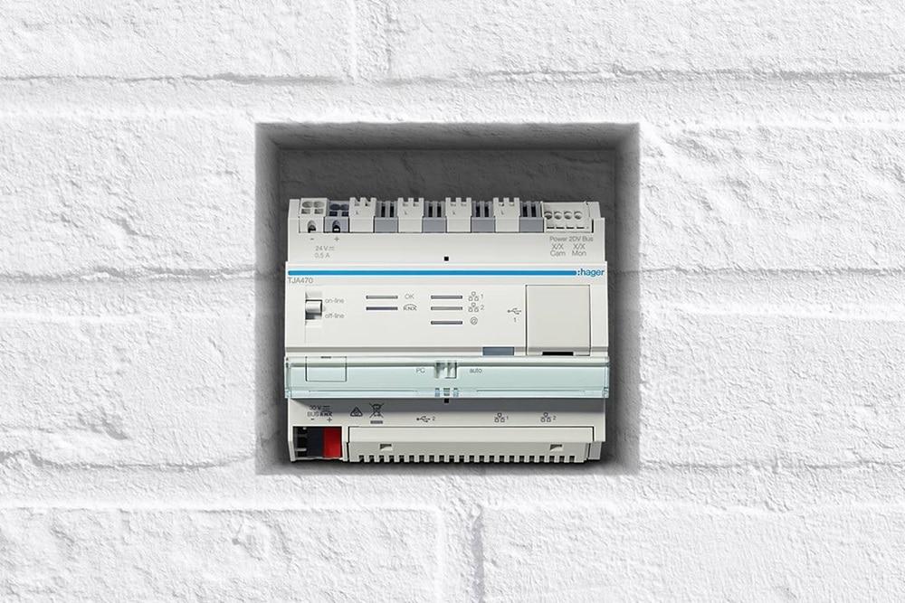 Frontansicht vom Hager domovea Server als Grundstein für das Smart Home.