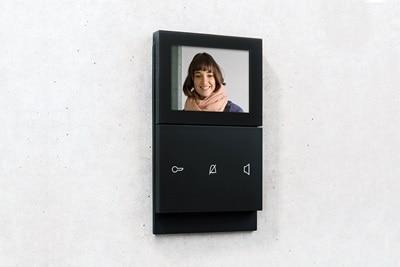 Elcom Türsprechanlage mit Videofunktion im schwarzen Design.