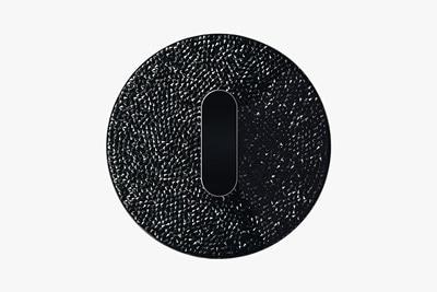 Personalisierter Berker-Schalter R.classic veredelt mit schwarzen Swarovski Kristallen in der Manufaktur Schalksmühle.