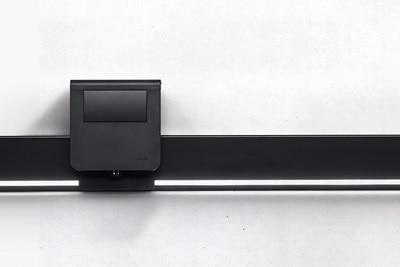 Hager Tehalit Sockelleistenkanal im schwarzen Design, mit LED-Beleuchtung und Geräteträger mit Trafo.