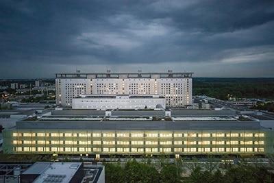 Beispiel einer Hager-Referenz in Form der Außenansicht des Operationszentrums OPZ - Klinikum der Universität München am Campus Großhadern.
