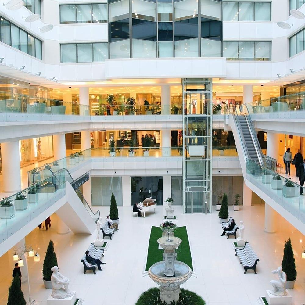 Moderne Shopping Mall, die als Sinnbild für eine Hager-Referenz dient.