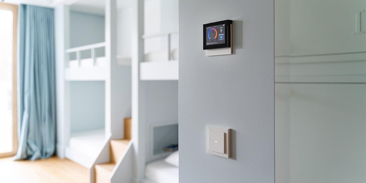 Berker Touch Control zur Steuerung von Temperatur und Jalousien