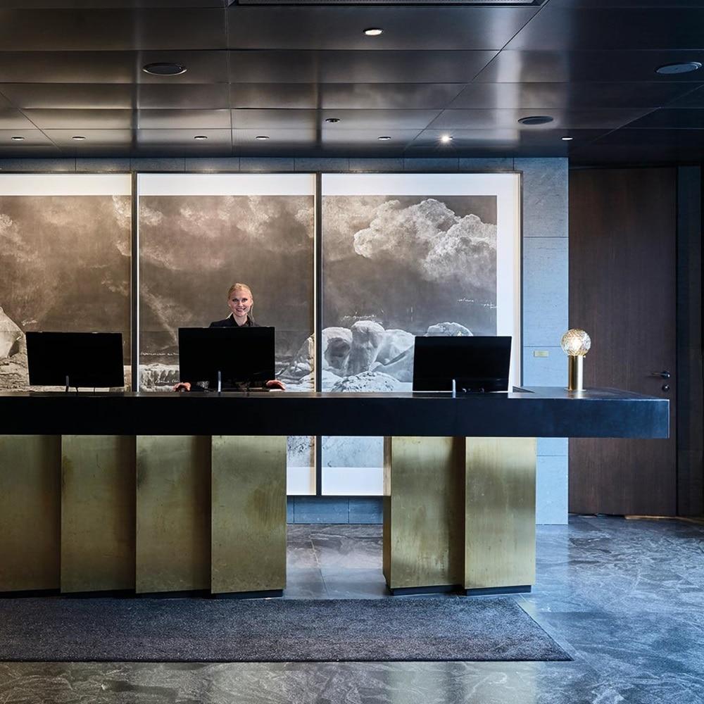 Foyer des Hotels At Six in Stockholm, Schweden, das als Hager-Referenz dient.