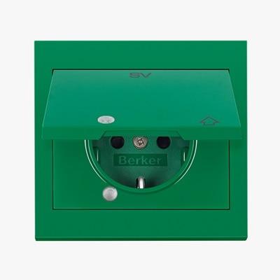 Frontansicht Berker grüne Steckdose SCHUKO für die Sicherheitsstromversorgung.