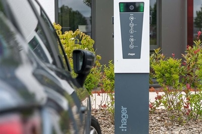 mobilite electrique, bornes de charge Witty pour parking