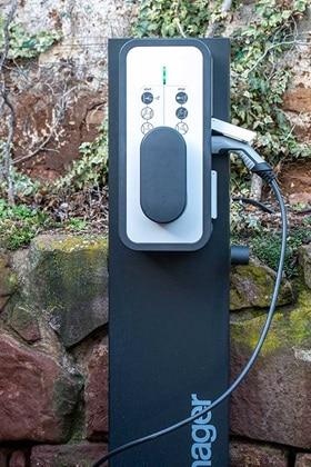 borne de recharge vehicule electrique hager